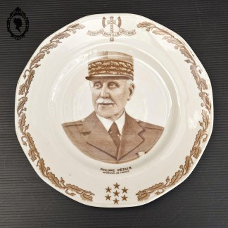 Assiette, assiette Pétain, assiette Philipe Pétain, assiette Maréchal, assiette historique, assiette collection Pétain, Pétain, Maréchal Pétain, Philippe Pétain, assiette Limoges, Limoges Pétain, assiette porcelaine, assiette porcelaine collection, assiette vintage, assiette collection vintage, assiette collection, Visa de censure, censure, travail, Famille, Patrie, grande assiette Pétain, grande assiette collection,