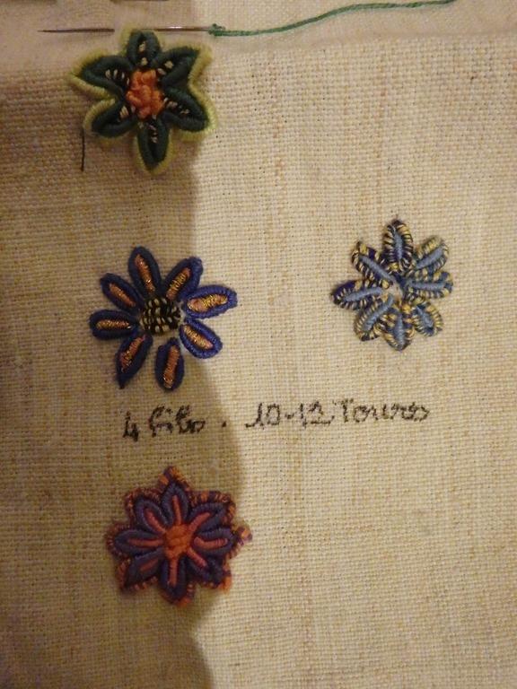 broderie-Maya-fleurs-au-point-de-poste