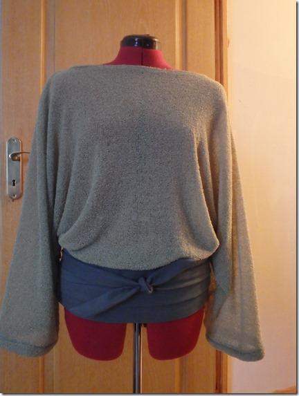 ceinture obi portée sur les hanches