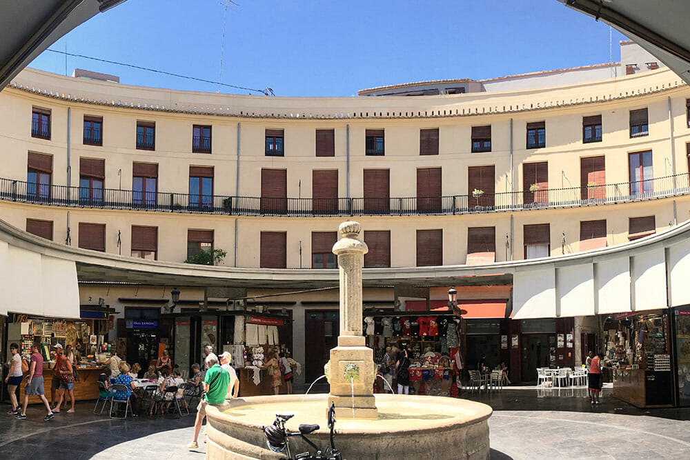 Plaza Redonda with fountain, shops and cafes in Valencia - Things to do in Valencia, Spain
