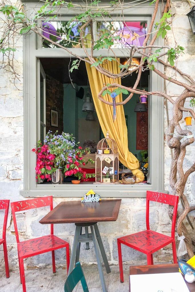 Cute cafe in Ermoupoli, Syros