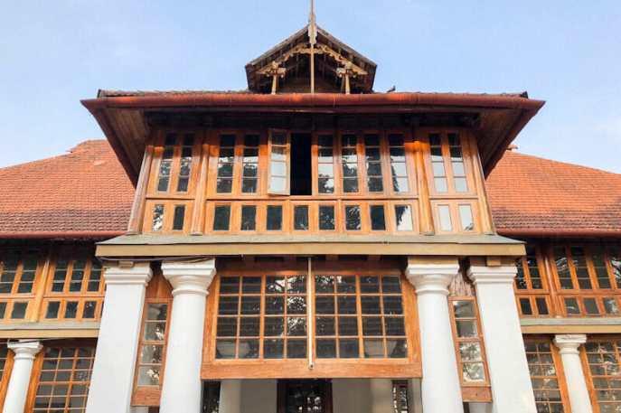 The front entrance at Bolgatty Palace in Kochi