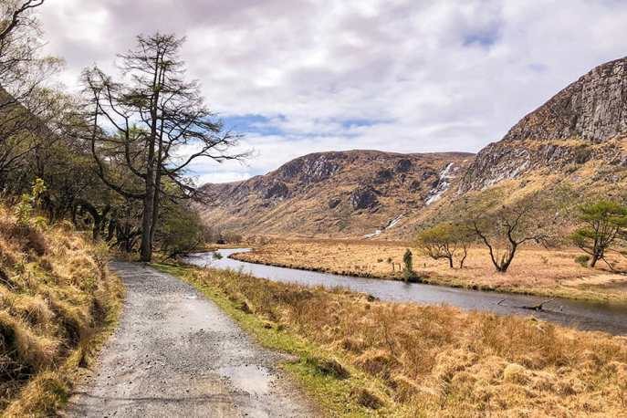 Bridleway along the shore of the lake at Glenveagh National Park