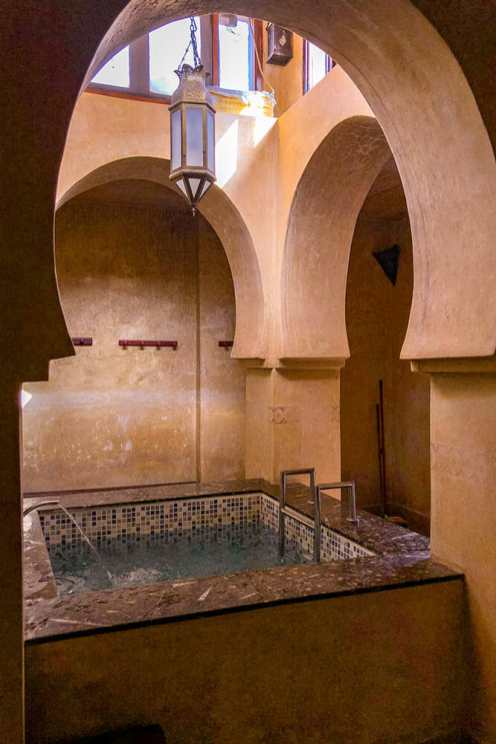 Small pool surrounded by moorish arches inside the hammam
