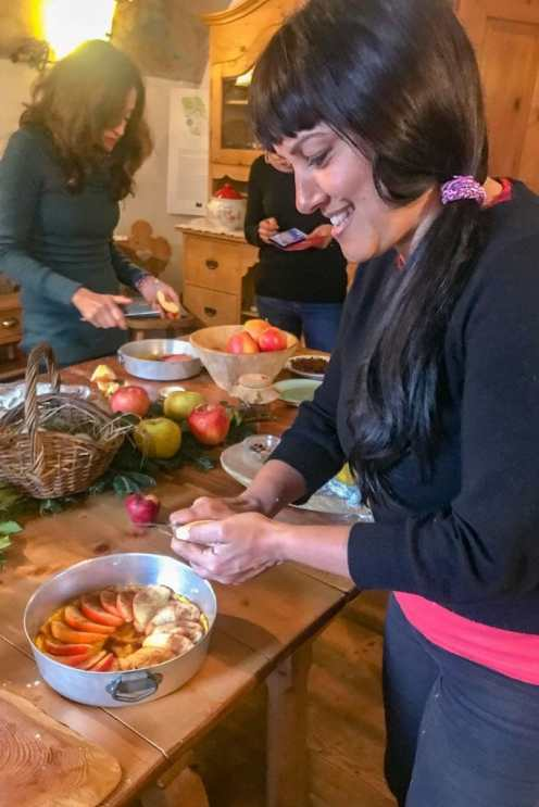 Slicing apples and laying them like a fan in a round baking tray