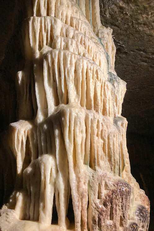 Column made of calcite