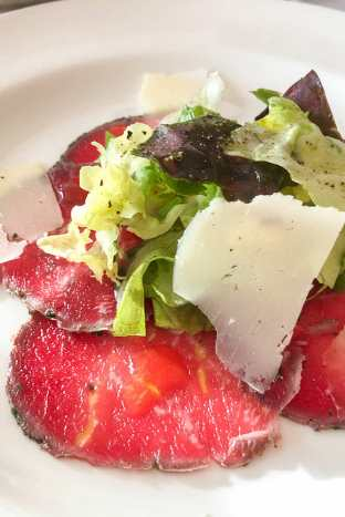 Beef-Carpaccio-from-Sterling-Steakhouse,-Sapphire-Princess