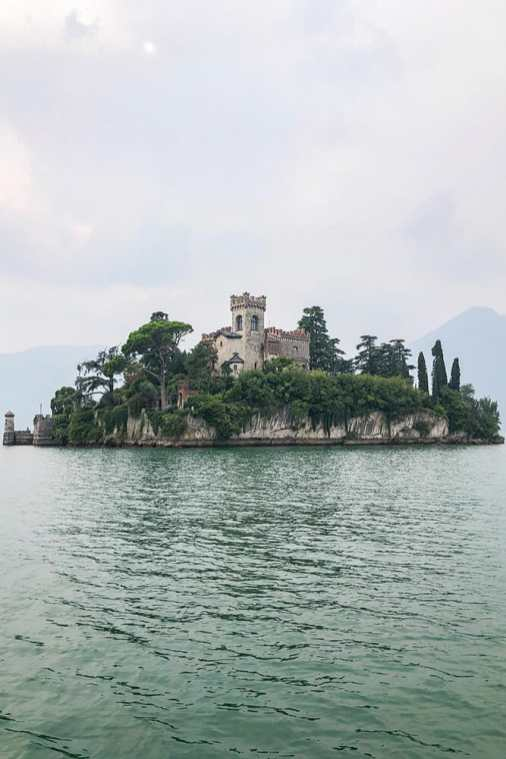 Loreto-Island-in-Lago-de-Iseo,-Lombardy