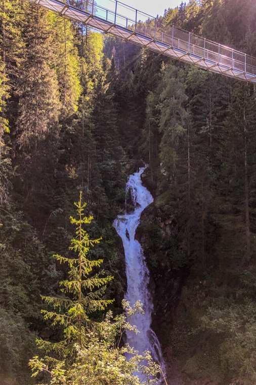 Ragaiolo-waterfall,-Trentino