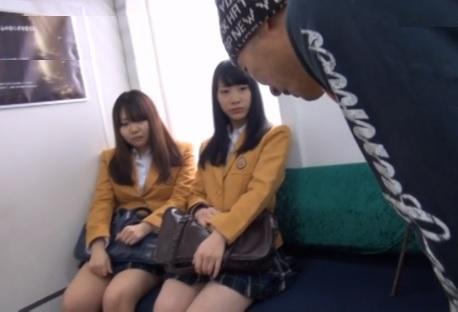 通学電車で「時間よ止まれ!」いつも見かける可愛いJKに思いっきり大量中出しwww