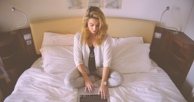 shopping bed laptop girl blogging online