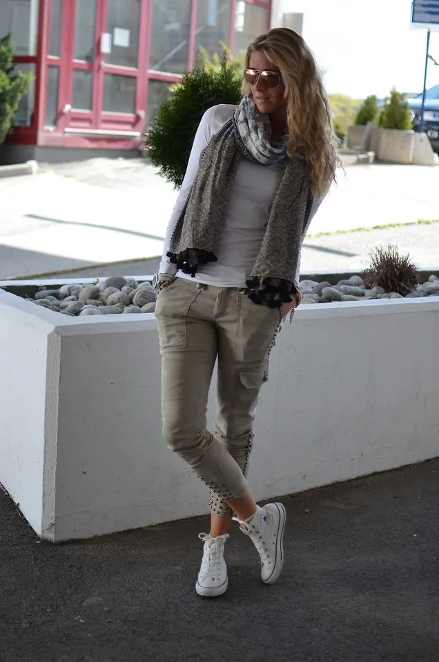 blogger outfit style skinny cropped jeans scarf fall look