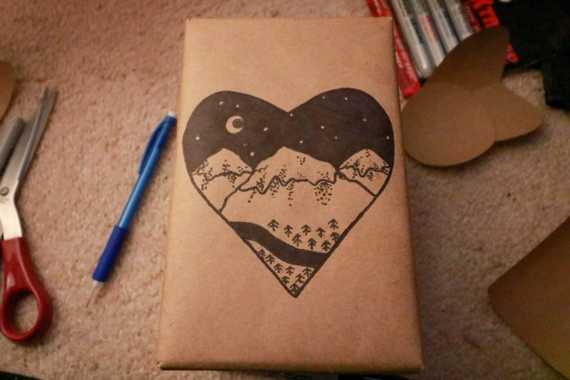 Sharpie DIY Wrapping Paper - Mountain Heart