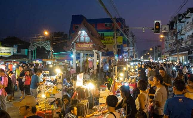 THE SATURDAY WALKING STREETS IN CHIANG MAI ARE CRAZY!