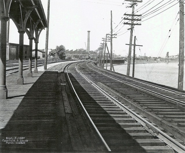 Looking West at Central / 7th St. Station – the electric passenger waiting room was right next to the Ohio River with steep stairs down to the wharf. Passengers could also use the main station for access to other trains.