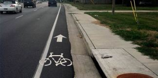 A dangerously narrow bike lane on Westport Road. (Erik Weber)