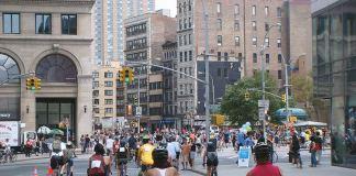 An Open Streets program in New York draws a crowd. (Branden Klayko)