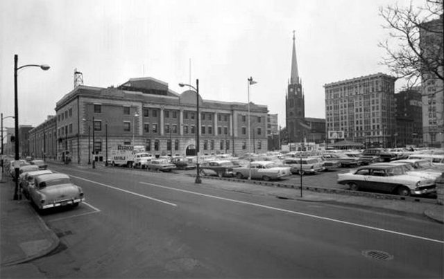 The Louisville armory in 1961, showing the building's stone eagles already missing. (Courtesy UL Photographic Archives - Reference UL)