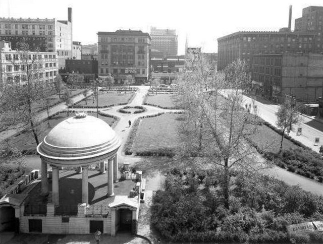 Lincoln Park and its bandstand looking south toward Chestnut. (UL Photo Archives)