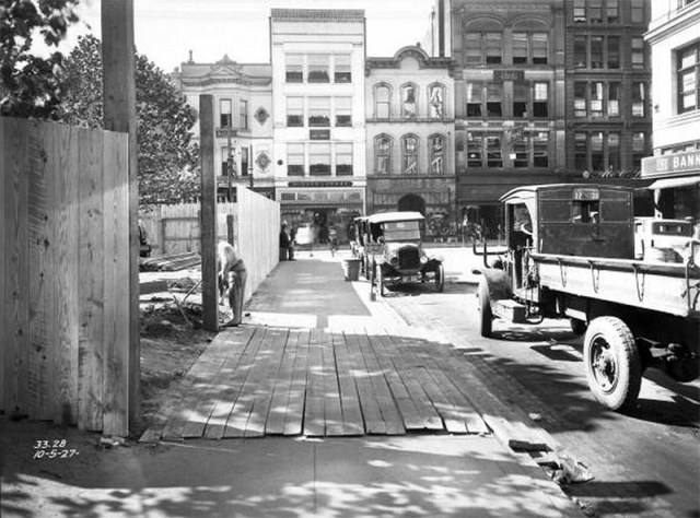 Looking west on Guthrie Street towards Fourth. Lincoln Park is under renovation behind a construction fence. (UL Photo Archives)