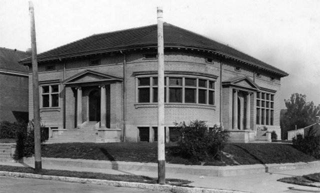 Louisville's Portland Branch Library in 1921. (Courtesy UL Archives - Reference)