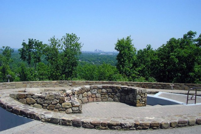 The Northern Overlook before renovations. (Courtesy Wikimedia Commons)
