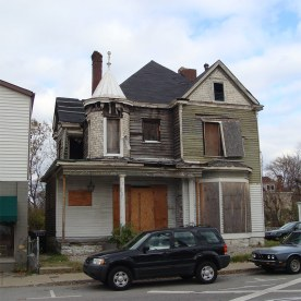 A house on Frankfort Avenue circa 2007 before renovation into the Comfy Cow. (Branden Klayko / Broken Sidewalk)
