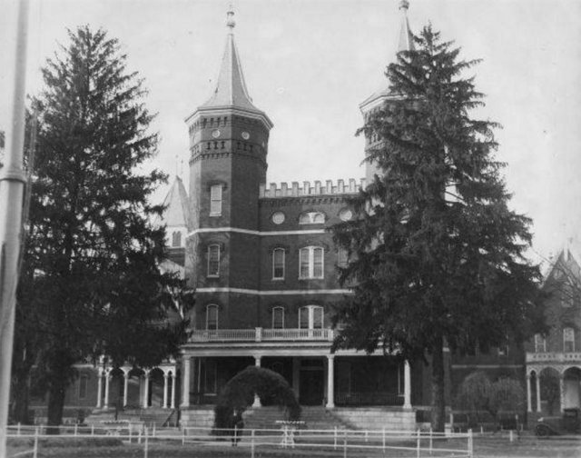 View of the administration building in 1933. (Courtesy UL Archives - Reference)