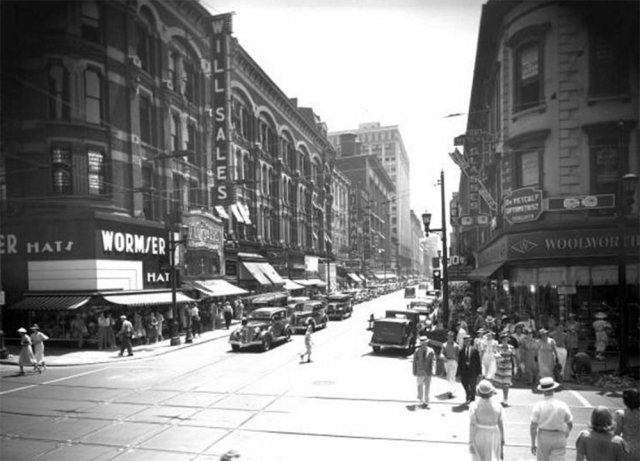 Fourth Street looking south from Liberty Street showing the Will Sales building circa 1939. (Courtesy UL Archives - Reference)