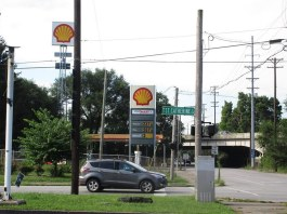 The gas station viewed from St. Catherine Street. (Via Metro Louisville)
