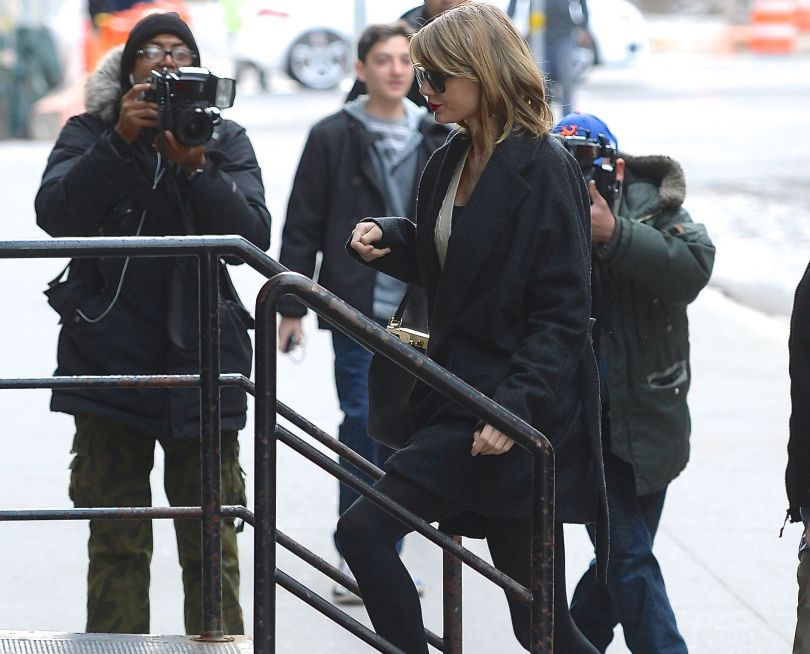 Taylor Swift was spotted arriving back at her New Tribeca Apartment. She moved into the apartment just a few days ago, with her new neighbors, the Olsen Twins.  Pictured: Taylor Swift  Ref: SPL724745  240314  Picture by: Splash News  Splash News and Pictures Los Angeles:	310-821-2666 New York:	212-619-2666 London:	870-934-2666 photodesk@splashnews.com