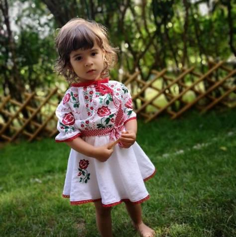 rochita fetita brodata traditional