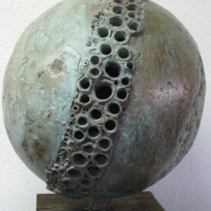 bronzen beeld,geinspireerd door de solitaire bij. BEE COLLECTIE