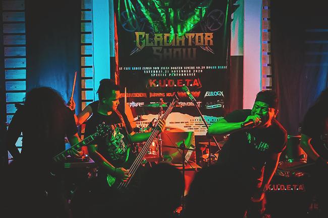 Gelar Gladiator Show, Vicky Prasetyo bersama Bandnya KUDETA Sukses Membakar
