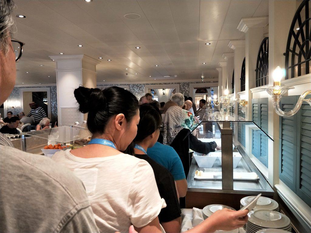 歌詩達威尼斯號 - 主餐廳早餐自助取餐區