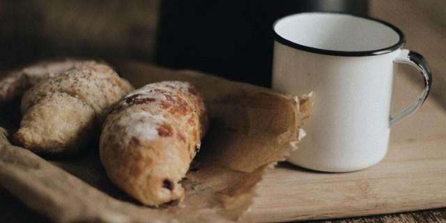 ontbijtmand bij het broodjesateljee