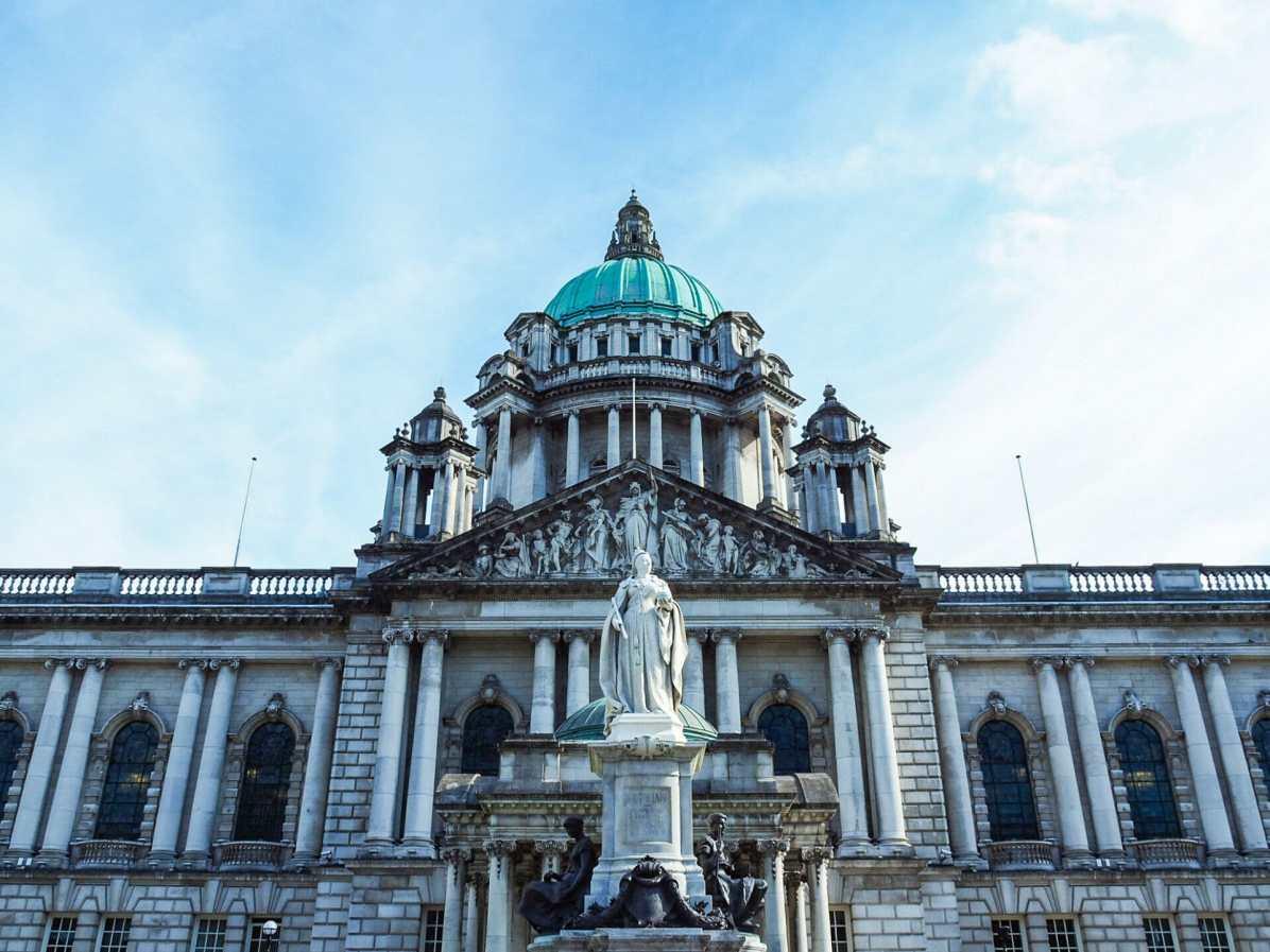 The stunning exterior of Belfast City Hall