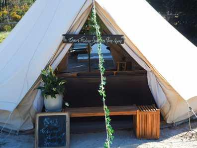 Little cafe at Emu Bay