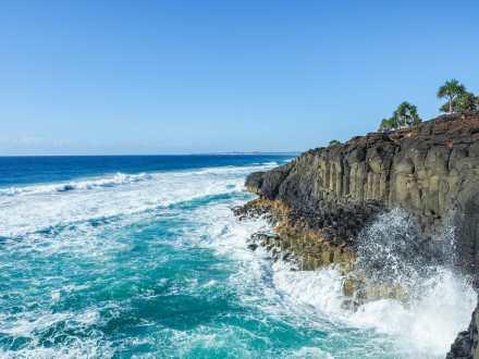 Waves crashing at Fingal Head