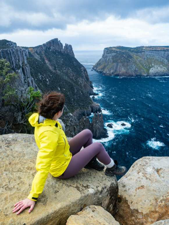 Just one of about a thousand vantage points from which to admire Tasman Island and the dolerite coast