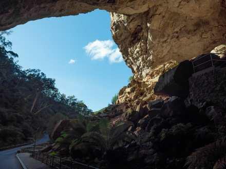 Driving into Jenolan Caves