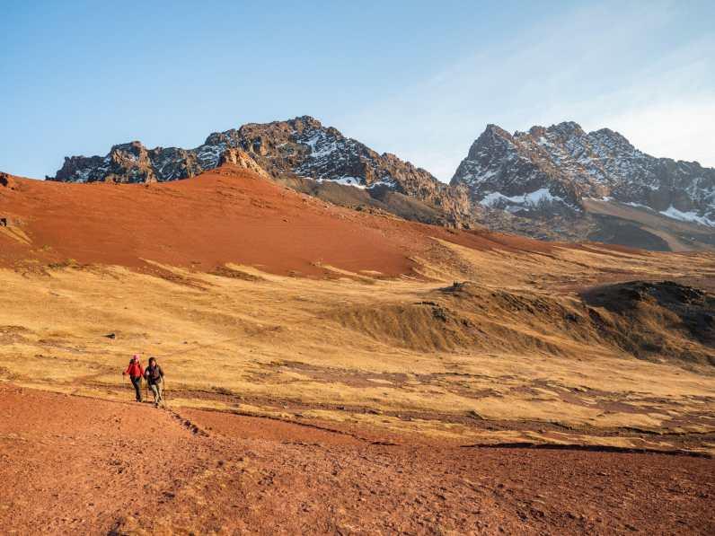 Eileen and Delia hiking towards Rainbow Mountain