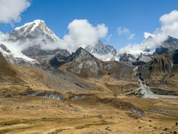 The start of a beautiful day in the Cordillera Huayhuash