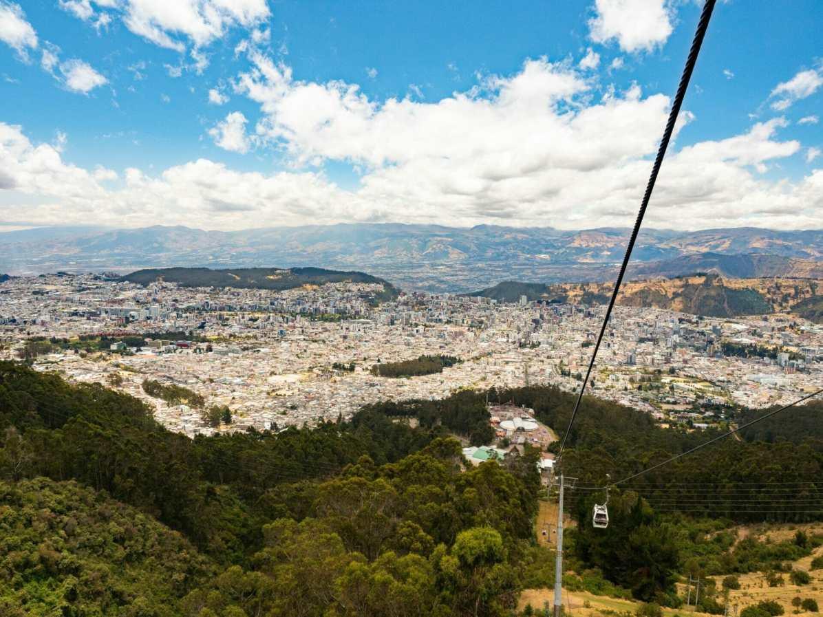 TelefériQo cable car above Quito