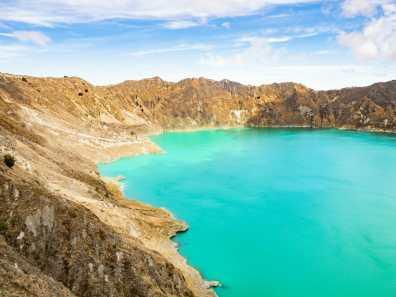 Laguna Quilotoa turquoise crater lake Ecuador