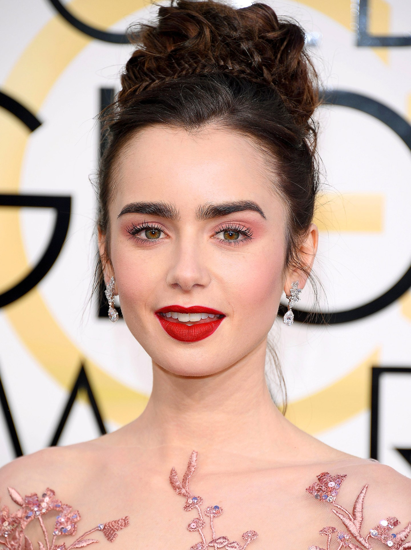 Lily Collins Golden Globes 2017 Makeup Tutorial