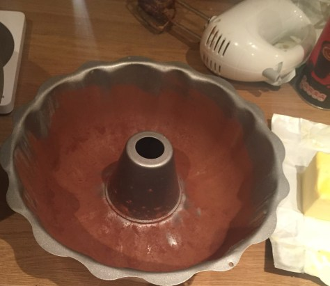 how to line a bundt tin