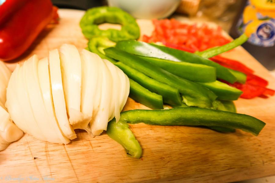 steak veggie and avocado bowl