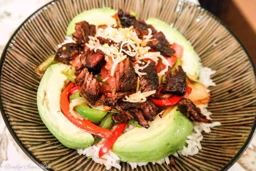 steak veggie and avocado bowl della rice