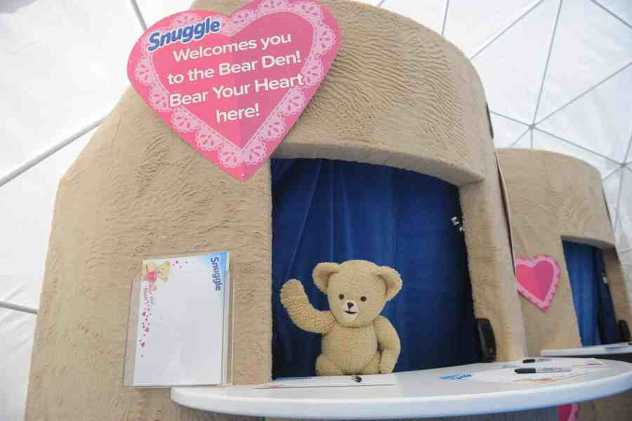 Snuggle Bear helps people write love notes and express their heartfelt emotions at the Snuggle #BearYourHeart event, Thursday, Feb. 11, 2016, in New York. (Diane Bondareff/AP Images for Snuggle)